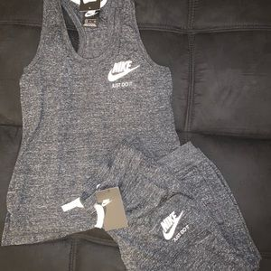 DOPE NIKE OUTFIT SIZE S